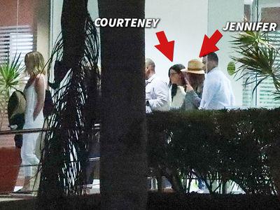 Jennifer Aniston, Courteney Cox Arrive in Cabo After Emergency Landing