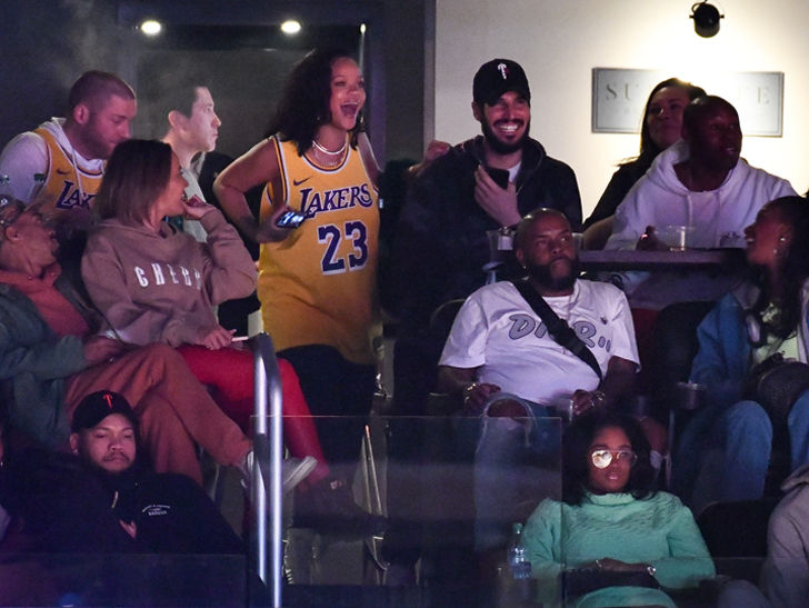 a572fb64892 Rihanna Takes Rich BF to Lakers Game