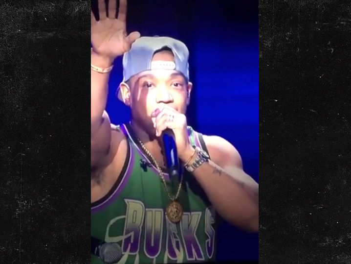 Ja Rule Performs at Bucks Halftime Show and No One Cared