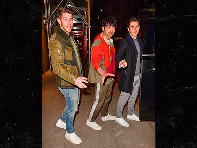 Jonas Brothers Dine Together in NYC as New Single 'Sucker' Drops