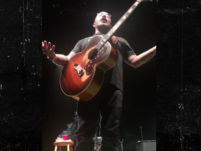 Aaron Lewis Tells Crowd to 'Shut The F*ck Up,' Cuts Show Short Again