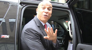 Cory Booker Dotes on GF Rosario Dawson, Says She'd be Incredible First Lady