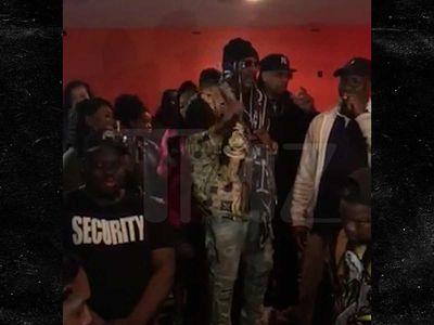 R. Kelly Makes Paid Club Appearance, Performs 'Bump N' Grind'