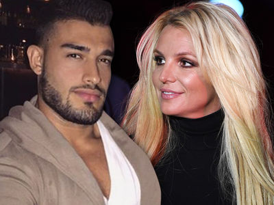 Britney Spears' BF Posts Kiss Montage During Her Mental Health Treatment