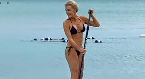 Megyn Kelly Shows Off Bikini Bod in the Bahamas