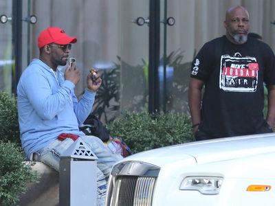 R. Kelly Smoking Cigar, Relaxing by a Rolls-Royce, Doesn't Seem Worried