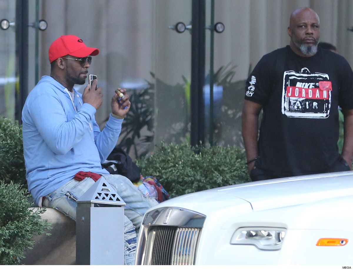 R. Kelly Cigar with a Rolls on the Side ... What Money Worries???
