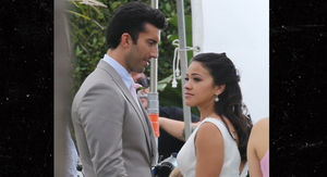 'Jane the Virgin' Stars Gina Rodriguez & Justin Baldoni Shoot Wedding Scene