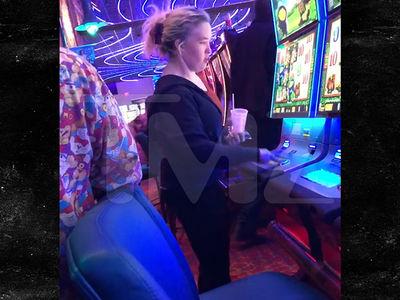 Mama June Hits Up the Slots in Alabama Casino Sans Boyfriend