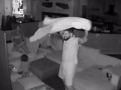 Arian Foster's Security Cam Catches Amazing 'Game Of Thrones' Reaction