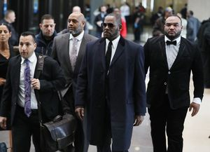 R. Kelly Walking Into Court to Challenge Sex Tape