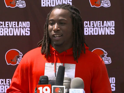 Kareem Hunt Wants to Apologize to Victim, 'Haven't Had the Chance'