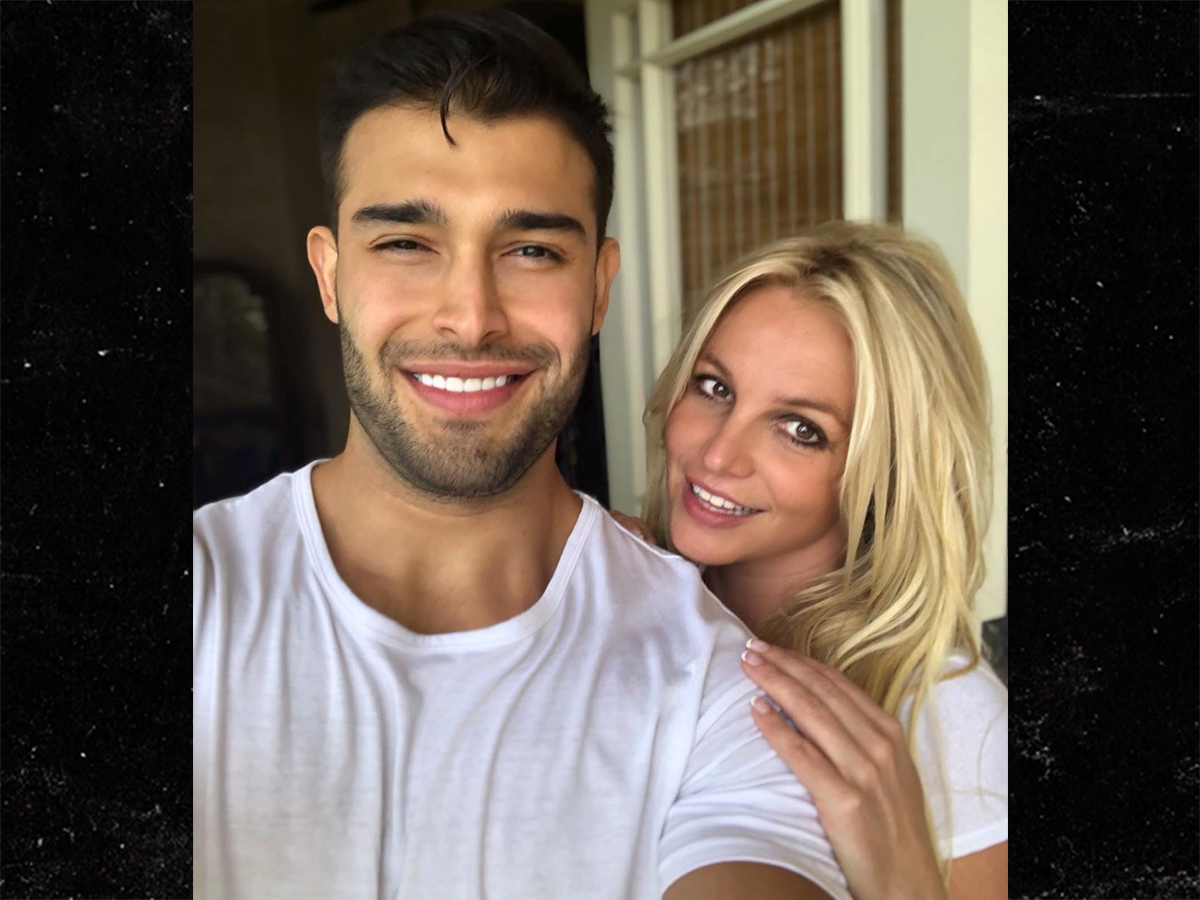 Britney Spears Puts On a Happy Face ... Especially w/ Her BF
