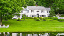 NY Governor Andrew Cuomo, GF Sandra Lee List '50s Colonial Mansion for $2M