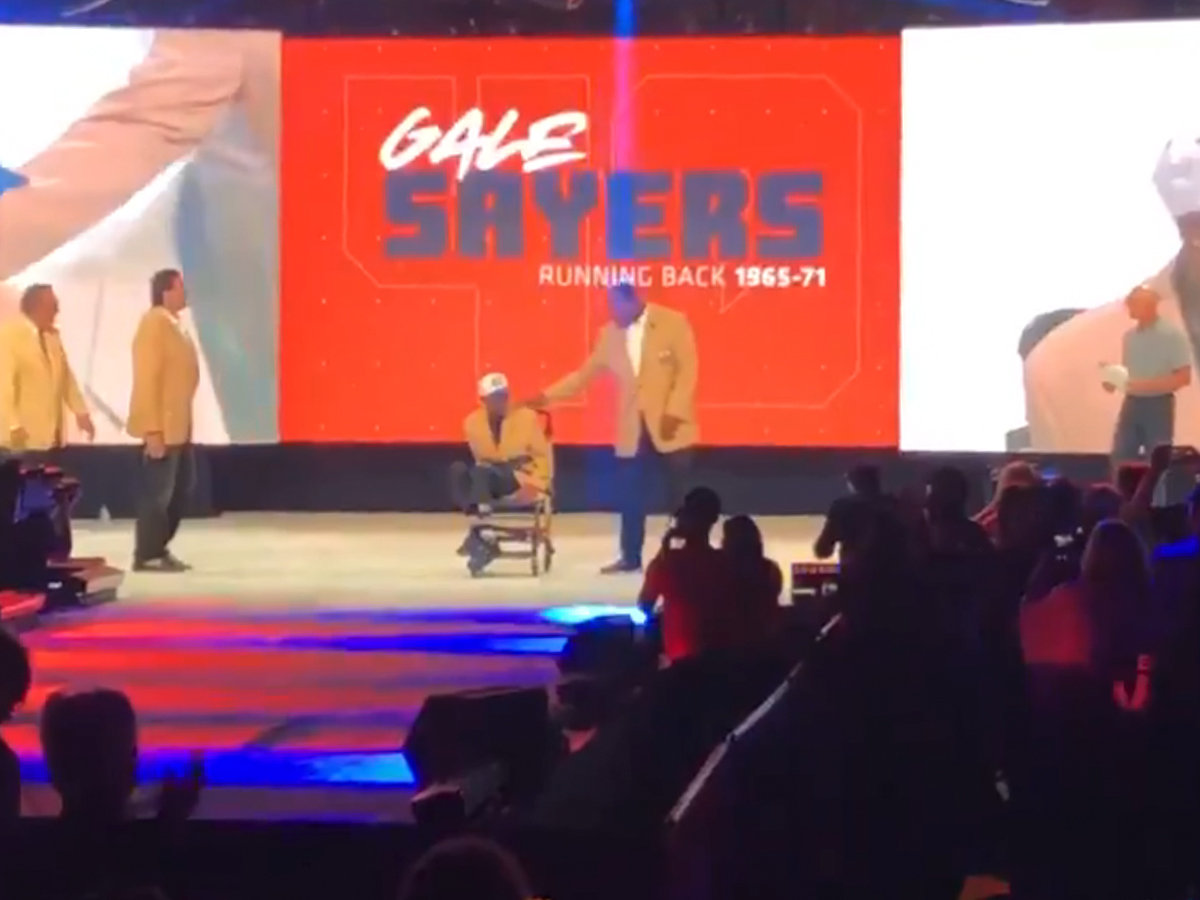Gale Sayers In Tears After Huge Ovation ... At Bears100 Celebration