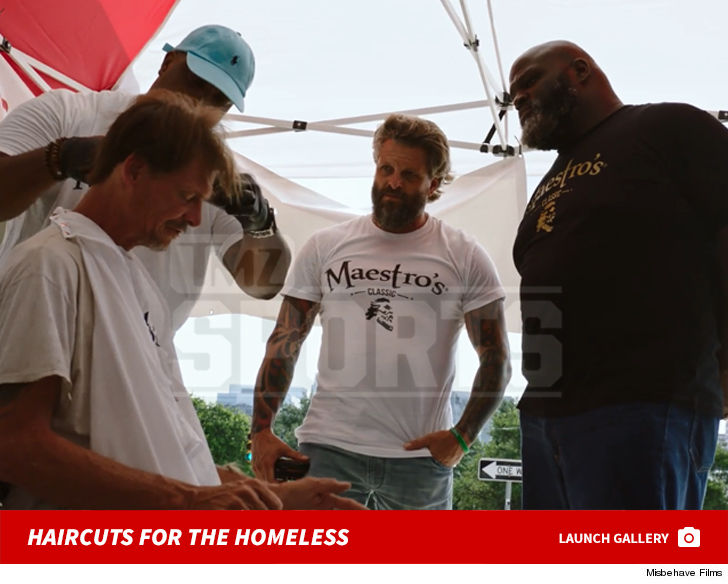 WWE's Mark Henry Spent Father's Day ... Giving Haircuts to the Homeless
