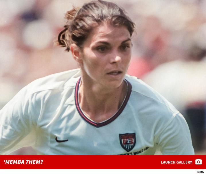 '90s World Cup Star Mia Hamm 'Memba Her?!
