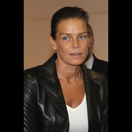 The tanorexic beauty was snapped this weekend at Monaco's National Day celebration -- with her brows plucked.
